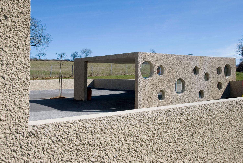 Architecture béton de l'école de Bournazel
