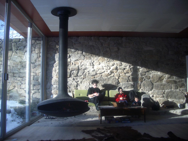 une maison contemporaine dans une ancienne grange architecture aveyron. Black Bedroom Furniture Sets. Home Design Ideas
