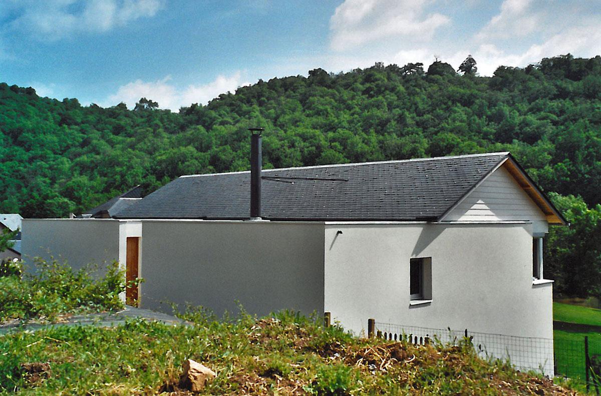 Une Maison Construite Dans La Pente Architecture Aveyron