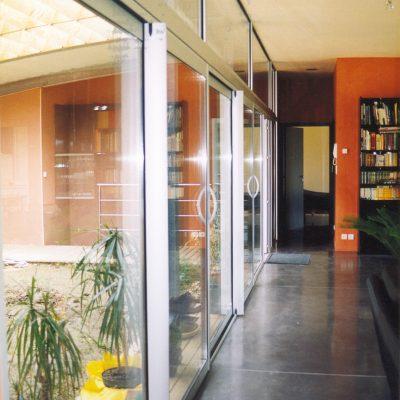 maison-architecte-construite-pente-pilotis-11