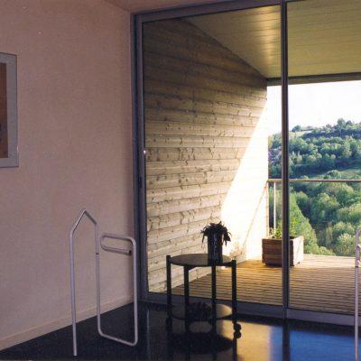 maison-architecte-construite-pente-pilotis-19