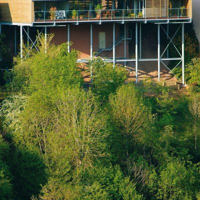 maison-architecte-construite-pente-pilotis-4