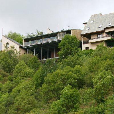 maison-architecte-construite-pente-pilotis-8
