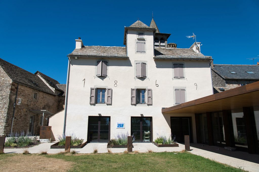 rehabilitation-presbytere-logement-sociaux-facade-sud04