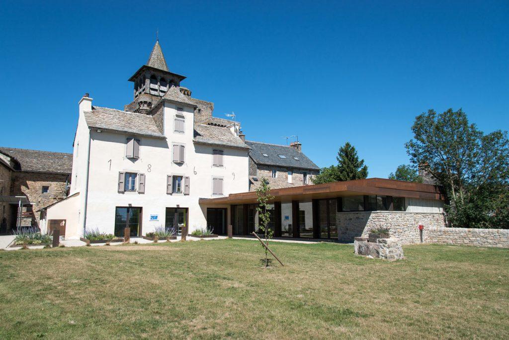 rehabilitation-presbytere-logement-sociaux-facade-sud05