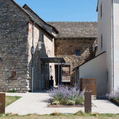 rehabilitation-presbytere-logement-sociaux-jardin03
