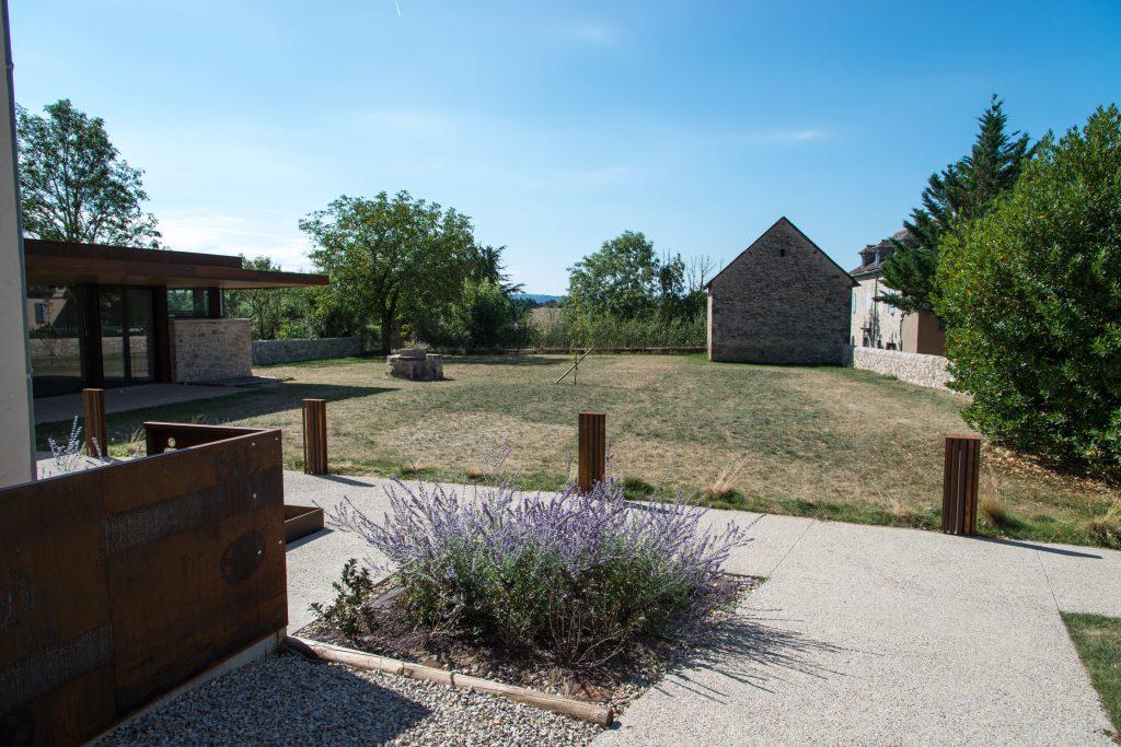 rehabilitation-presbytere-logement-sociaux-jardin06