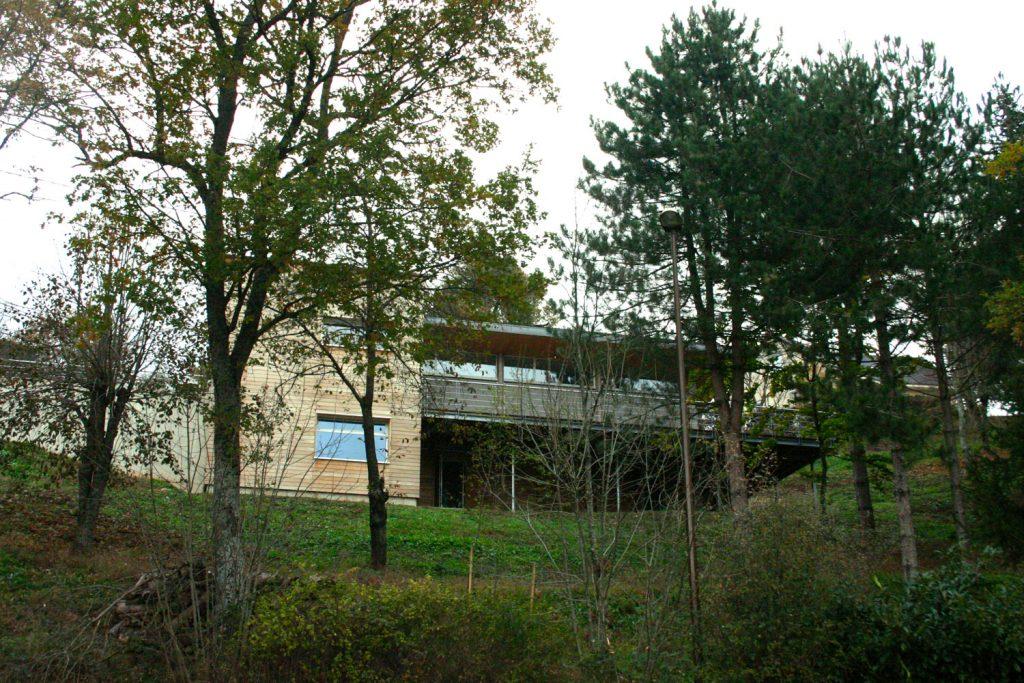 maison-architecte-habitation-dans-les-arbres-le-monastere-2