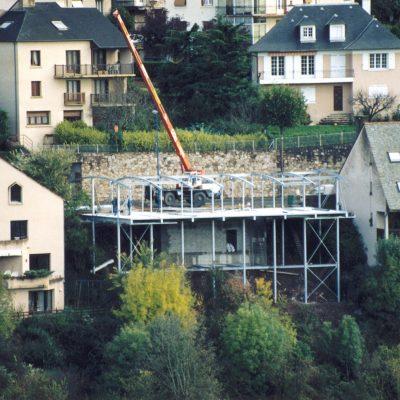 maison-architecte-construite-pente-pilotis-5