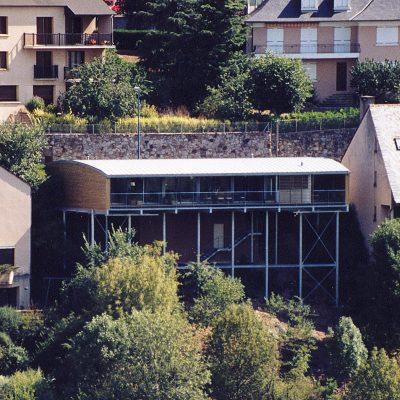 maison-architecte-construite-pente-pilotis-9